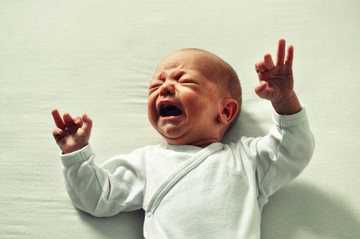 cris pleurs douleurs bébé sommeil ostéopathe